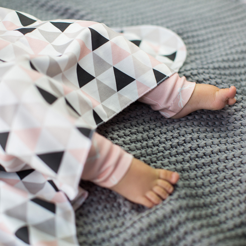 blanket-toes-square